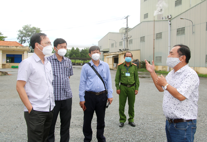 Phó Chủ tịchUBNDtỉnhĐồng ThápTrần Trí Quang kiểm tra tình hình phòng, chống Covid-19 của doanh nghiệp tại Khu Công nghiệp Trần Quốc Toản