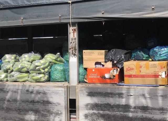 Phát hiện thuốc lá ngoại nhập lậu được ngụy trang với rau, củ, quả trên xe